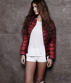 ASPEN ULTRA LIGHT DOWN JACKET WOMAN FRAMBOISE - This down jacket is made with 80 recycled plastic bottles. Ecoalf
