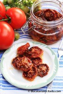 Rosii uscate la cuptor conservate in ulei de masline. Romanian Food, Tandoori Chicken, Chicken Wings, Beef, Vegan, Cooking, Ethnic Recipes, Italia, Canning