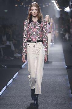 Louis Vuitton Ready To Wear Spring Summer 2015 Paris - NOWFASHION