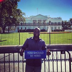 When I was younger I always wanted to travel and see the world with my own two eyes instead of watching it on tv or reading about it. Thankful I found a way to do that. Life is better with the Lil Blue Sign #ysbh#travel #TheWhiteHouse#ITLooksbiggerOnTvThanInPerson by therealbosunga #WhiteHouse #USA