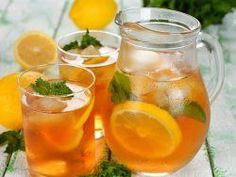 Do you want to learn how to make sweet tea? Then read our article on how to make sweet tea today and discover this drink. Refreshing Drinks, Fun Drinks, Yummy Drinks, Healthy Drinks, Beverages, Non Alcoholic Drinks, Cocktail Drinks, Homemade Iced Tea, Iced Tea Recipes