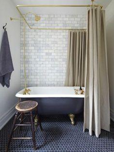 jolie salle de bain grise avec meuble salle de bain retro baignoire fonte ancienne et - Salle De Bain Vintage Design