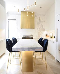 Modern Blue Chairs | Kitchen Design | Counter & Bar Stools | Kitchen Bar Stools. Kitchen Stools. Breakfast Bar Stools. #kitchenstools #breakfaststool #barchair Find more inspiration at: https://www.brabbu.com/en/inspiration-and-ideas/world-travel/sophisticated-upholstered-bar-stools-want