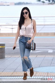 Netizen Buzz: Tiffany and Taeyeon head to KCON LA in trendy airport outfits