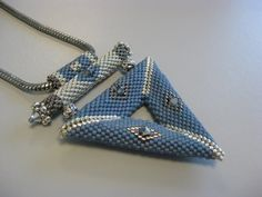 4.bp.blogspot.com __ApA0hEvWrY TKWgPhnOuBI AAAAAAAAAPk lcNWiJAjxqw s1600 hanger+triangle+011010.JPG