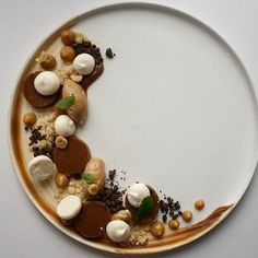 Panna cotta & hazelnut mousse caramel & meringues. By - @semgrotenhuis #ChefsOfInstagram http://www.itubeudecide.com/