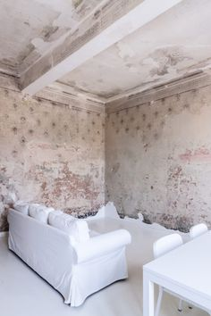 In Mantova, A Romantic Apartment with Remains of a Late Renaissance Fresco - Remodelista