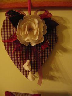 cuore con fiore pannolenci