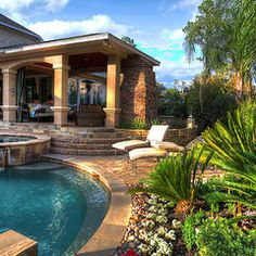 I would never go inside if a had a backyard like this one