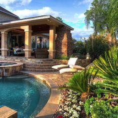 I would never go inside if a had a backyard like this one