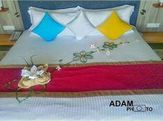 Maldives, Bed Pillows, Pillow Cases, Towel, Cook, Recipes, Furniture, Home Decor, Art