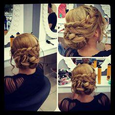 Örgü saç modelleri 2015 senesi gelinleri için oldukça popüler bir konumdadır. #gelinsaç #gelinsaçmodelleri #düğün #saçmodelleri http://xn--gelinsamodelleri-ipb.com/2015/09/04/salas-topuz-gelin-baslari/3