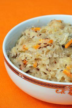 Zasmażana kapusta bez mięsa Lithuanian Food, Lithuanian Recipes, Polish Recipes, World Recipes, Side Dishes, Cabbage, Yummy Food, Dinner, Vegetables