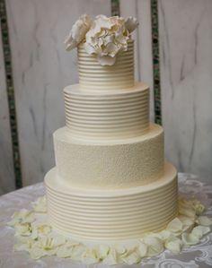 WeddingChannel Galleries: White Round Wedding Cake