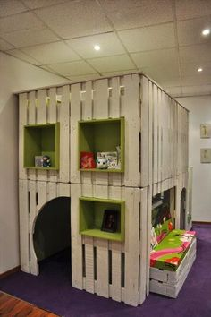 Recycle Old Pallets....this would be great for Aysia's playhouse