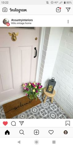 Inspiration for the front door - pastel colors We love bob pastel pink door! The flowers go together perfectly and it is always convenient if your neighbor has the same style and your front Front Door Steps, Front Door Porch, Porch Steps, Front Door Entrance, Exterior Front Doors, House Front Door, Front Door Decor, Brick Porch, Porch Tile