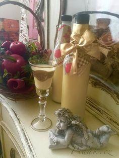 POTŘEBNÉ PŘÍSADY:  4 ks žloutek  salko - dělám doma, může být kupovaný v tom případě jedna plechovka - ( recept na Salko viz odkaz )  hnědý rum - podle chuti - ( každý ví sám jak nejlépe chutná jemu )  1ks vanilkový cukr   POSTUP PŘÍPRAVY:  Žloutky ušleháme s vanilkovým cukrem do pěny, šleháme deset minut.