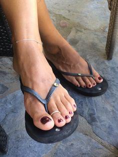 Girls Flip Flops, Flip Flop Shoes, Womens Flip Flops, Nice Toes, Pretty Toes, Flipflops, Foot Pics, Beautiful Toes, Sexy Toes