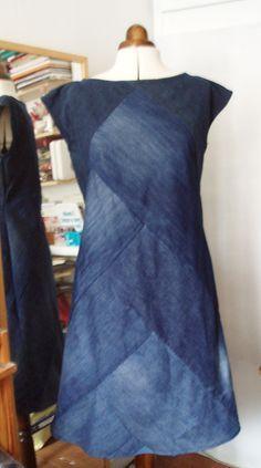 4 jeans denim dress – upsew recycle jeans, diy old jeans, repurpose, sewing Sewing Clothes, Diy Clothes, Sewing Jeans, Dress Sewing, Jean Diy, Robe Diy, Diy Kleidung, Denim Ideas, Denim Crafts