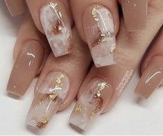 Image in Nails💅🏻/ أظافر✨ collection by YAZ👑 on We Heart It Sexy Nails, Fancy Nails, Cute Nails, Pretty Nails, White Nails With Gold, White Glitter Nails, Best Acrylic Nails, Acrylic Nail Designs, Unique Nail Designs