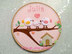 Quadrinho Família Pássaros diferente para a Julia.  A tia Ethel está decorando o quartinho da sua sobrinha e fez os convit...