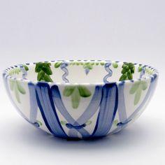 Alle Schüsseln der Familie VertBleu! Die Grün-Blaue Designfamilie von Unikat-Keramik. Das wohl einzigartigste Keramik Geschirr der Welt! Serving Bowls, Tableware, Design, Dishes, World, Dinnerware, Design Comics, Mixing Bowls, Bowls