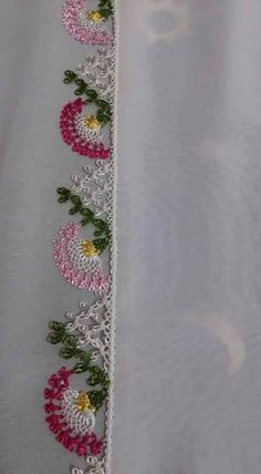 This Pin was discovered by HUZ Zebra Quilt Patterns, Machine Embroidery Designs, Embroidery Stitches, Lace Art, Hand Applique, Needle Lace, Tatting, Diy And Crafts, Cross Stitch