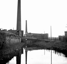 Ashton Canal at Ashton-under-Lyne, Greater Manchester, United Kingdom, 1981, photograph by Dr. Neil Clifton.