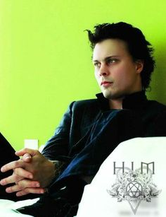 Ville, I happen to adore this man. i don't even know him!!!. Believe me it's true! Ilove him with all my organs because my heart can't handle all this hopeless magic by itself ... awww!