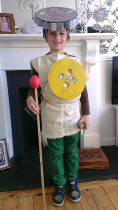 These kids in World Book Day costumes are adorable Literary Costumes, Roald Dahl Costumes, Book Costumes, World Book Day Costumes, Book Week Costume, Diy Costumes, Costume Ideas, World Book Day Characters, Halloween Costumes