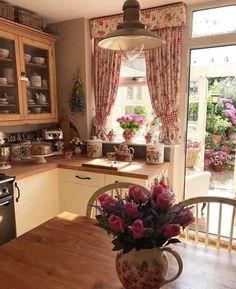 Shabby Chic Kitchen, Country Kitchen, New Kitchen, Vintage Kitchen, Cottage Kitchens, Home Kitchens, Cottage Farmhouse, Farmhouse Style, Kitchen Interior