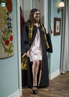 Amy seducing Shelton on The Big Bang Theory. Dec 2016