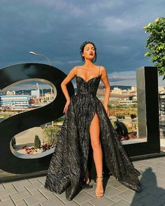 A-Line Sweetheart Split long Prom Dress with slit A-Line Sweetheart Split langes Abendkleid mit von MeetBeauty auf Zibbet The post A-Line Sweetheart Split langes Abendkleid mit Schlitz & Fashion appeared first on Prom dresses . Prom Outfits, Grad Dresses, Ball Dresses, Homecoming Dresses, Ball Gowns, Long Dresses, Straps Prom Dresses, Strapless Dress Formal, Dress Prom