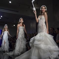 One of our favorite moments at @reem_acra's show. Gorgeous gowns, glammed up selfie sticks and headphones. #reemacra #NYBFW #liveshow #NYC #bridalweek #newyorkbridalweek #newyorkbridalmarket #bridalfashionweek #nybfw #nybridalmarket #newcollection #2016 #
