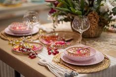 Mesa posta utilizando elementos naturais, uma das principais tendências para 2020. Aposte nas brasilidades e materiais naturais para decorar a mesa. Foto: Henrique Peron
