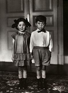 Imagen de http://www.art-agenda.com/wp-content/uploads/2011/12/1.-August-Sander-Middle-Class-Children.jpg.