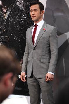 Joseph Gordon-Levitt on Dark Knight Rises Red Carpet Premiere Sharp Dressed Man, Well Dressed Men, Light Grey Suits, Smoking, Joseph Gordon Levitt, Dapper Gentleman, Batman The Dark Knight, Suit And Tie, Actor