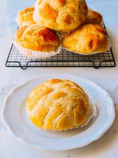 Obtain Chinese Food Treat Recipe Pineapple Bread, Pineapple Bun, Asian Desserts, Asian Recipes, Chinese Desserts, Chinese Recipes, Chinese Pastries Recipe, Coconut Buns, Milk Bread Recipe