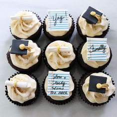 Graduation Cupcakes Designs ★ Have run out of graduation party d. - - Graduation Cupcakes Designs ★ Have run out of graduation party decoration ideas? This post will help you forget about the pre-party comm. Graduation Party Desserts, Graduation Party Planning, College Graduation Parties, Graduation Balloons, Graduation Cupcakes, Graduation Celebration, Graduation Decorations, Graduation Ideas, Kindergarten Graduation