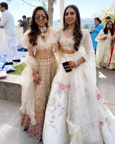Trending Sister Of The Bride Outfit Ideas For Every Wedding Function! - Trending Sister Of The Bride Outfit Ideas For Every Wedding Function! Wedding Dresses For Girls, Indian Wedding Outfits, Bridal Outfits, Indian Outfits, Indian Reception Outfit, Indian Weddings, Bridal Dresses, Lehenga Choli Designs, Designer Bridal Lehenga