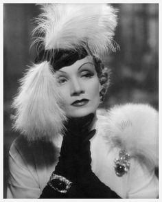 Film: Desire, Frank Borzage, 1936 Actress Marlene Dietrich