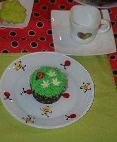 ladybug cupcake by TravelingTParty, via Flickr