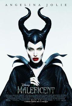 """Zjawiskowa Angelina Jolie na najnowszym plakacie filmu """"Czarownica""""."""