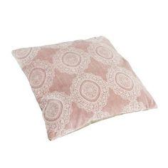 Kussen Malibu. Vierkant sierkussen met een ornament print. Kleur roze. Afmeting 45 x 45 cm. €14.95