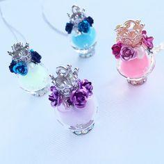Milk crown necklace that emits light (purple)