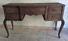 Tocador de madera restaurado. Restauración y tuneo de un antiquísimo tocador ideal para una decoración de estilo vintage.