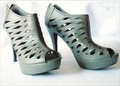 "TWISTED SLIP IN AND STEP OUT: Womens Grey Platform 5"" Heels Sz 10 Open Peep Toe 