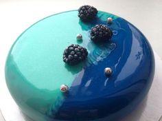 Mint green & blue mirror marble cake by Russian confectioner Olga Noskova Mirror Glaze Recipe, Mirror Glaze Cake, Mirror Cakes, Pretty Cakes, Beautiful Cakes, Amazing Cakes, Marble Cake, Cupcakes, Cupcake Cakes