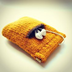 Seamless Knitted iPhone Case - Free Knitting Pattern