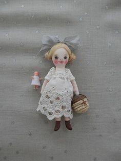 Tiny Dolls, Soft Dolls, Felt Fabric, Fabric Dolls, Hand Embroidery Videos, Sewing Dolls, Diy Dollhouse, Miniature Dolls, Softies